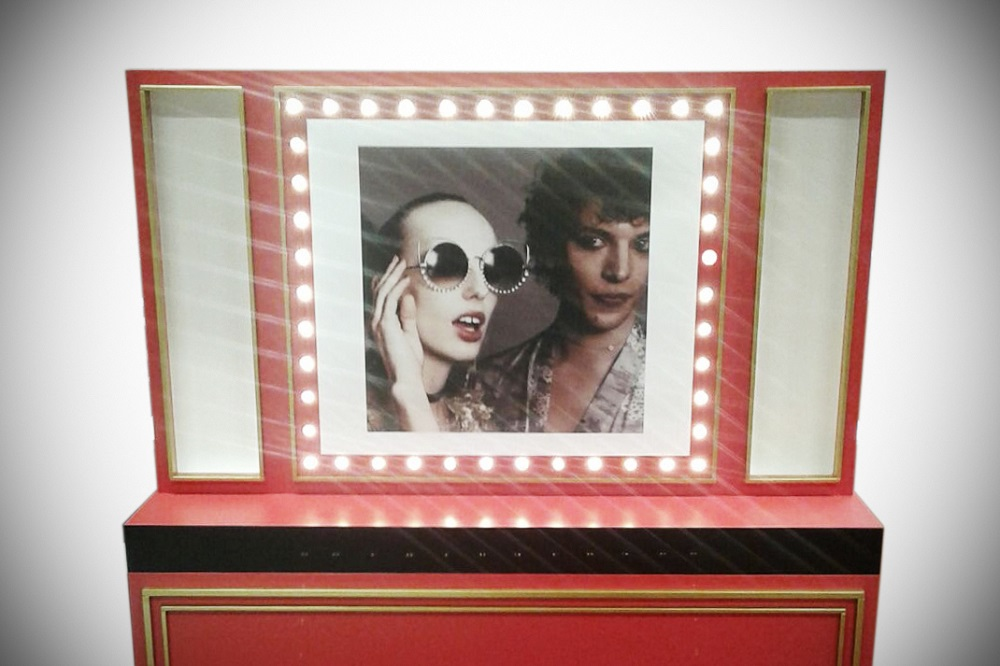 MarcJacobs-Lampadine-02 sunglasses shop display