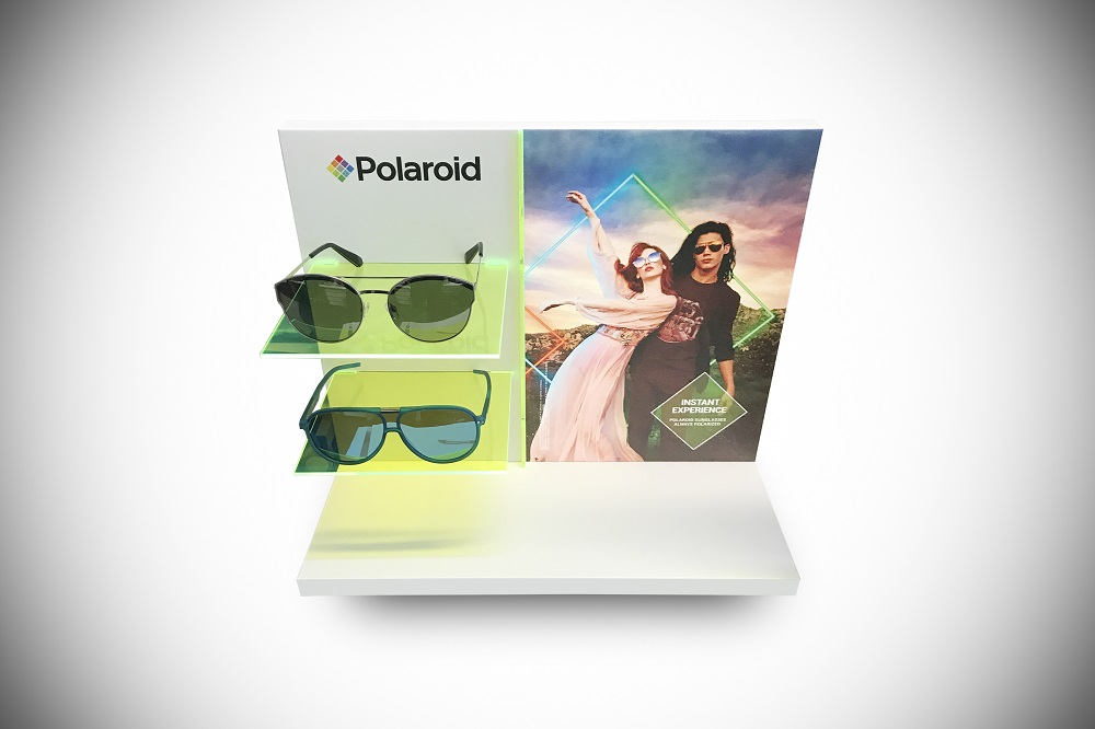 Polaroid-Fluo- sunglasses display